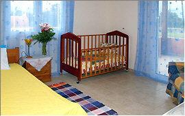 Einzelbett und Kinderbett